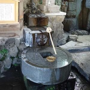 品川神社 一粒万倍の泉